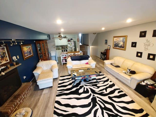 Great location Private BR & Bath! New floors!