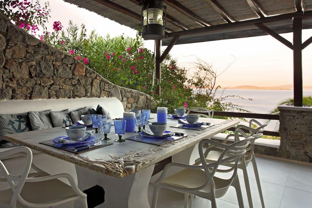 The outside dinner table !!!