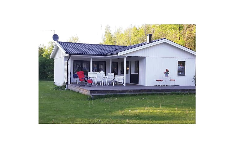 Holiday cottage with 3 bedrooms on 63 m² in Källby