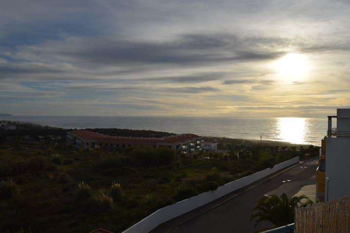 T1 com vista de mar e campo - Ericeira