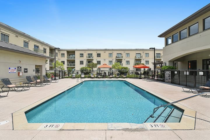 ✔️ 1B/1B | High End Area~Pool~Gym~Balcony~Cable