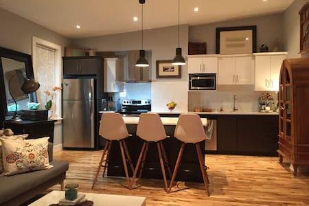 Central, luxurious, upscale, spacious, modern flat - 哈利法克斯 - 公寓