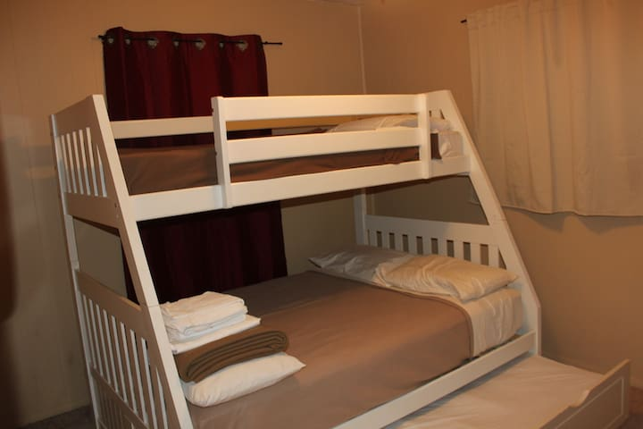 C:WH: Private Bedroom Near Universal/Outlets