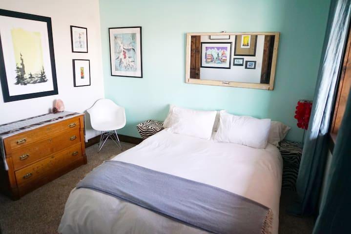 Bedroom #2 (queen) - main level