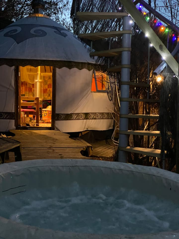 Yourte  Shambala  with  private hot tub