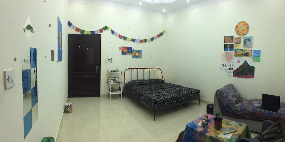 Artistic room w\ private bathroom(Girls only)