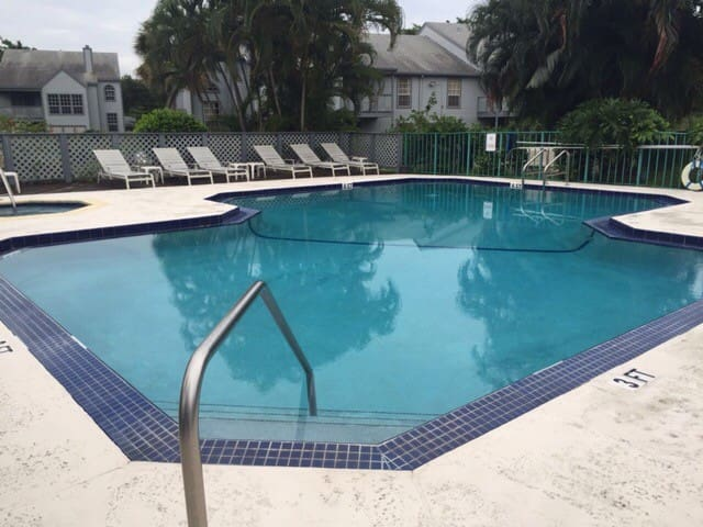 Two bed condo with pool & jacuzzi - Boca Raton - Apto. en complejo residencial
