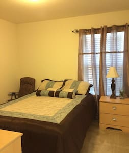 Beautiful and Comfortable Room near downtown - Converse