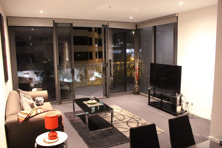 Perfectly Located Modern Apartment - Canberra CBD