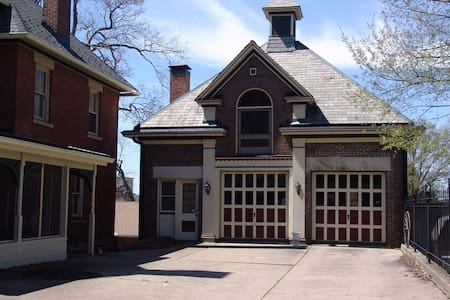 Experience the history in an 1882 Carriage House - Massillon - Διαμέρισμα