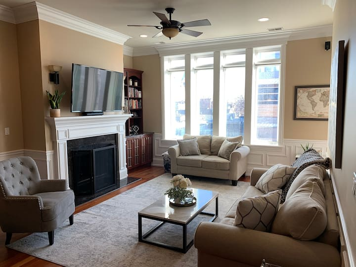 Luxury Condo in the heart of Lincoln Park, Chicago
