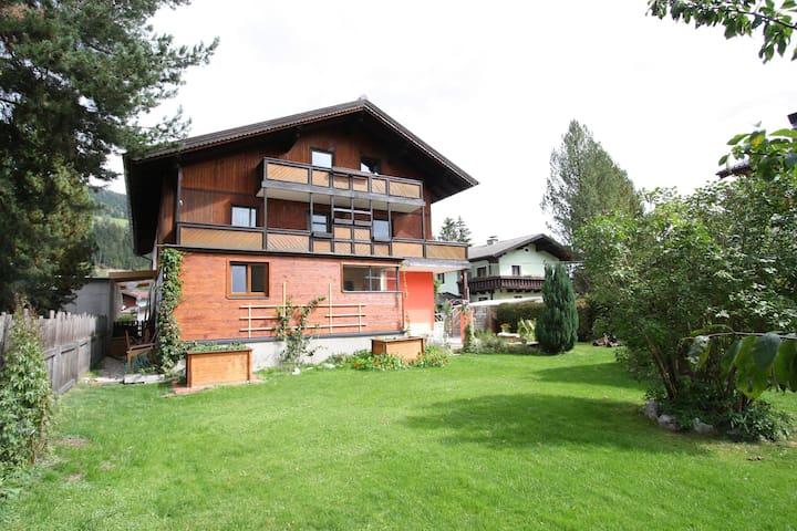 Prachtig vakantiehuis in Altenmarkt im Pongau met tuin