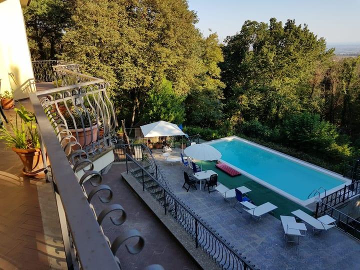"""La Casa nel bosco """"ai Cappuccini"""" con piscina"""
