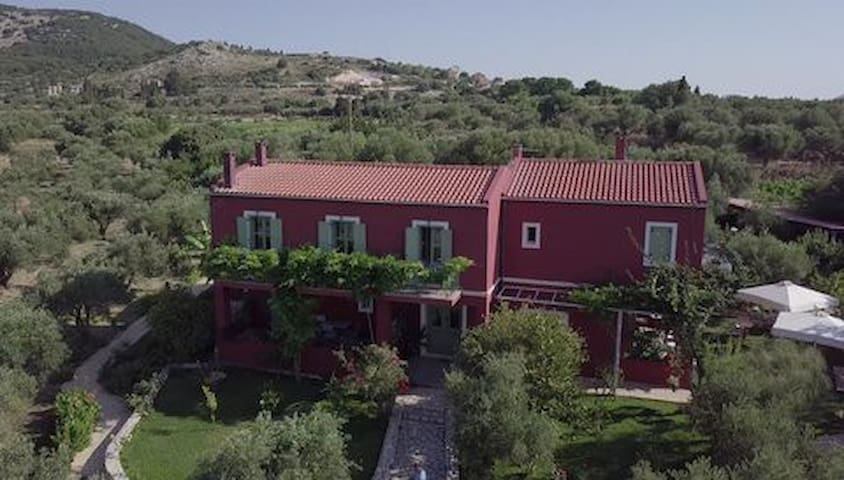 "Volidiera Guesthouse ""Azzure Sun"""