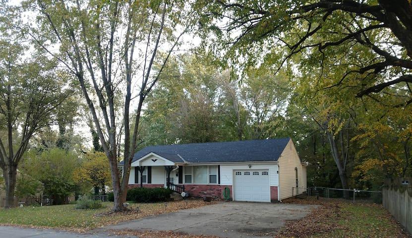 Quiet and Quaint House in Grandview