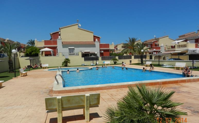 2 bedroom bungalow with a swimming pool - Torrevieja - Cabin