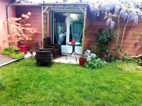 Cosy room, private bathroom, 1gd bed or 2 beds, garden