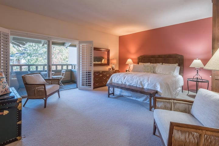 New Listing! Spectacular Bald Mountain Views and Sun Valley Pool  | 2 Bedroom, 2 Bathroom