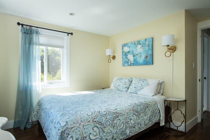 Main house corner queen bedroom