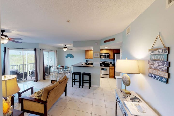 Walk to the beach, from this remodeled condo! FALL NOV. SPECIAL !! $99 /NIGHT, BOOK 6 GET 7TH FREE!