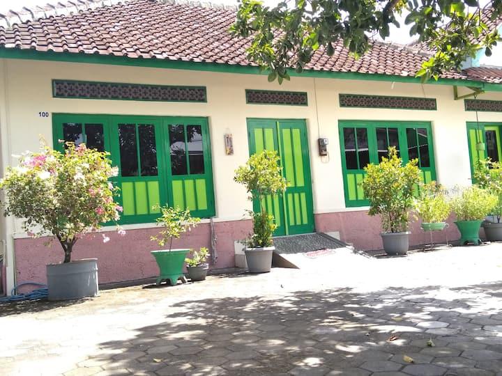 Full Dormitory Room at Bahagia Sederhana Home Stay