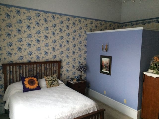 Blue Floral Room at Shaw Mansion Inn