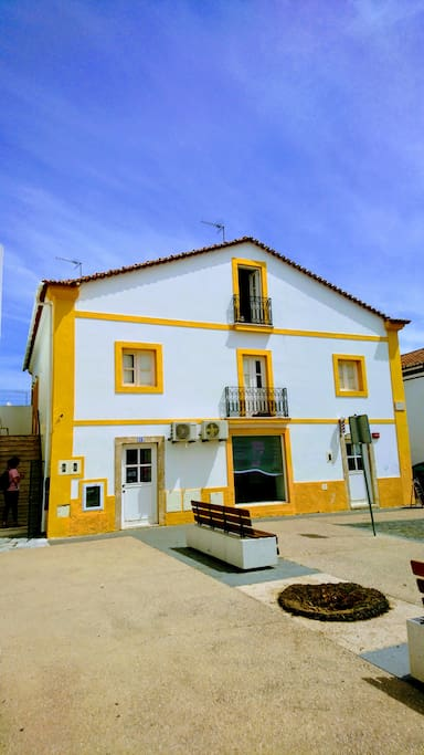 The facade of the apartment situated on the 2 floor, on the first floor a insitute of esthetics and a barber