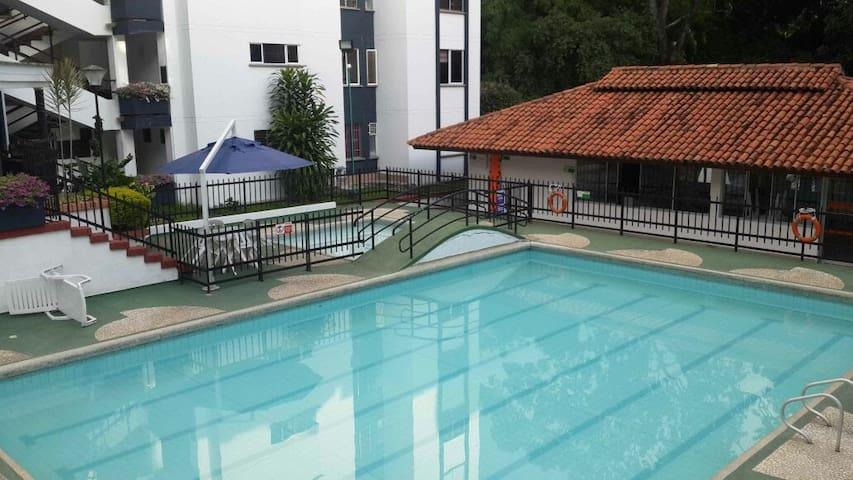 Apartamento con terraza,  cómodo y bien ubicado. - Bucaramanga - Huis