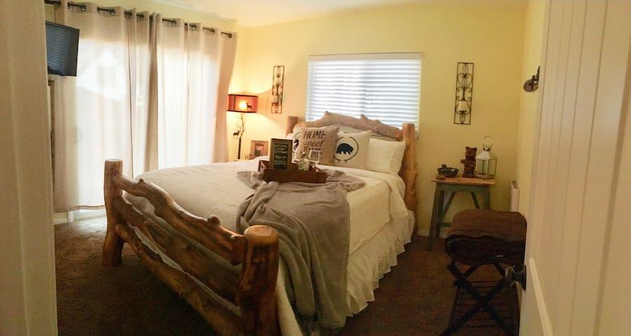 Charming Retreat. Cozy, comfy & clean 2 BR/1 bath