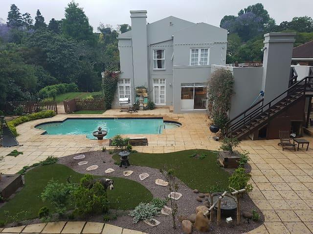 Kloof Manor House - Tranquil terrace apartment - Durban - Villa
