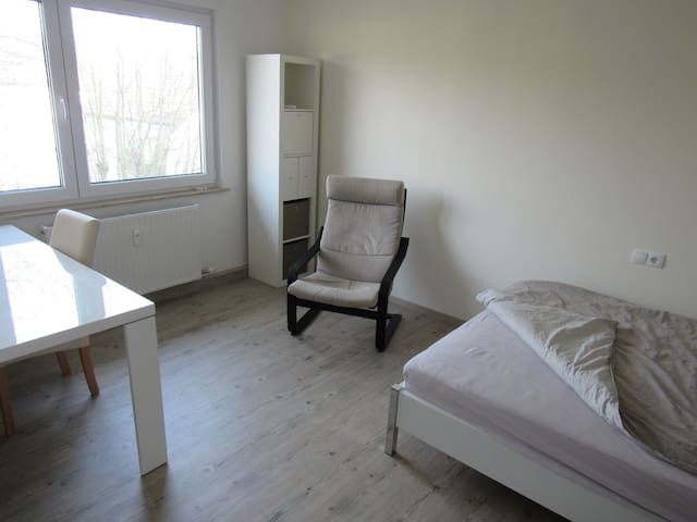 Neues Zimmer in Downtown - Heilbronn - Apartament