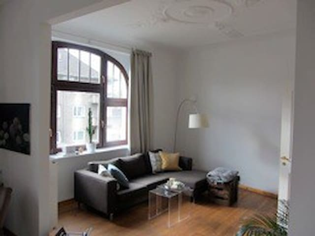 Quiet bedroom in a beautiful flat! - Köln - Lägenhet