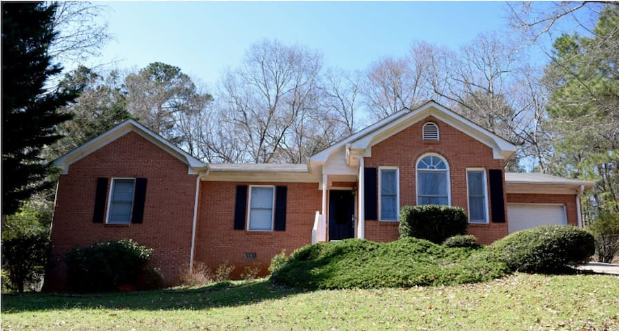 Charming brick home minutes from UGA & dwtn Athens