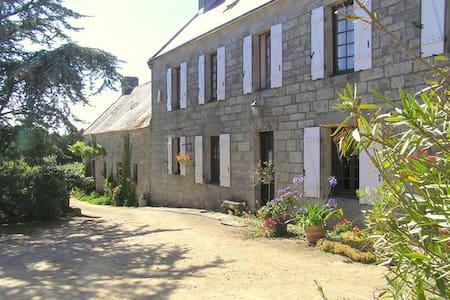 Chambres d'hôtes à la La Ferme de la Pointe du RAZ - Cléden-Cap-Sizun - House