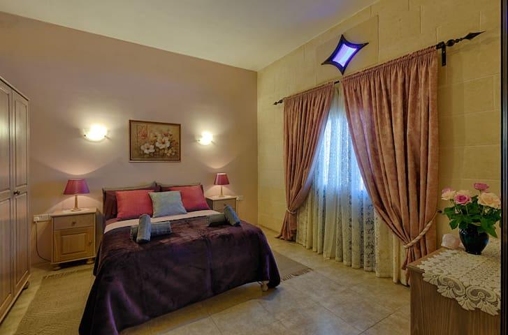 Deluxe Queen Room with Ensuite Bathroom and Balcony