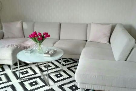 Room with DOUBLE bed in big and BRIGHT apartment!! - Bro - Huoneisto