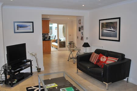 4 bedroom town house close to the beach & village - Abersoch