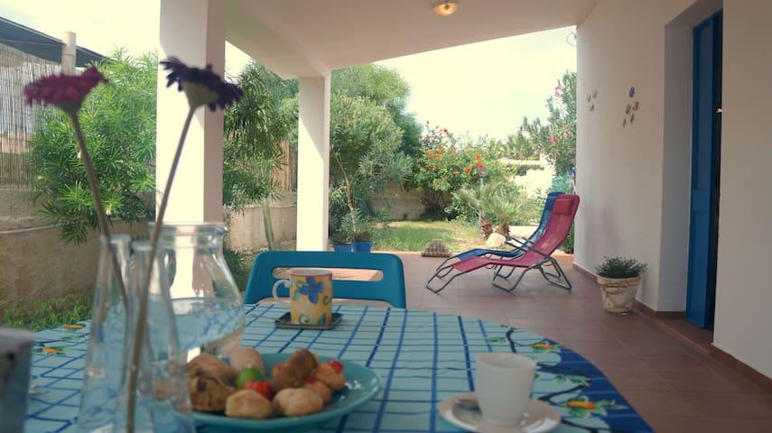 Casa azzurra a 150 metri dal mare - Santa Maria del Focallo