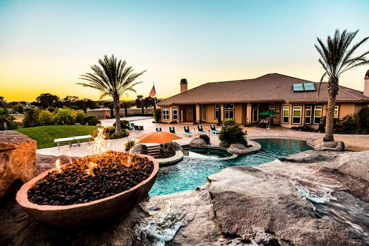The Mermaid by AvantStay   Private Estate w/ Pool, Volleyball & Arcade!