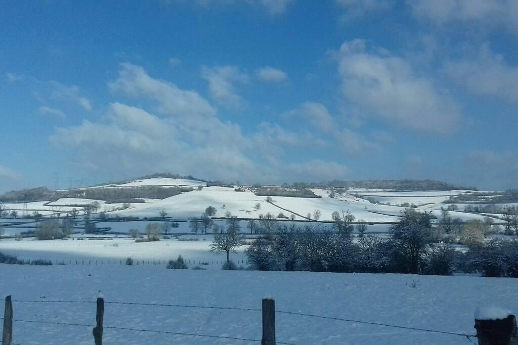 Neige sur la colline