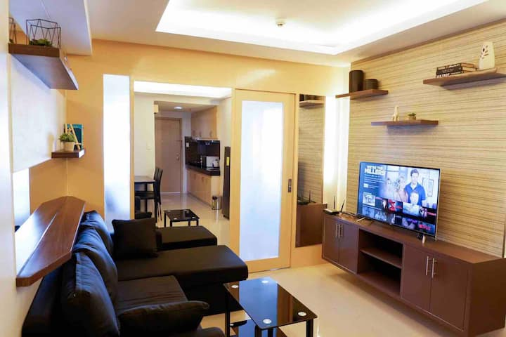 Cozy Pad in M Place condominium with 30mbps WiFi.