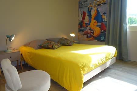 Centre Etel, 1 chambre, sdb privative, wc,  jardin