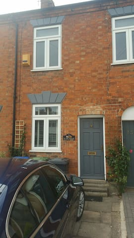Cottage 5 minutes walk to river and town centre