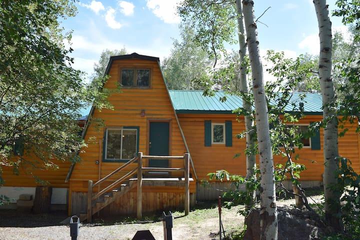 Cozy cabin, Sleeps many, Close to Park City