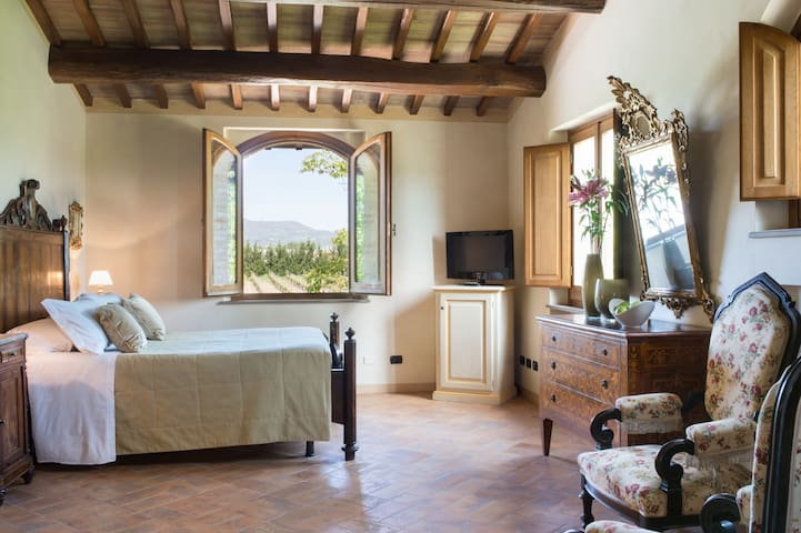 5 bedroom villa with pool near Assisi