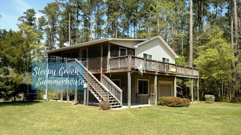 Sleepy Creek Summerhouse- The Hideaway to Getaway!