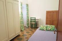 camera singola con letto di 90 cm