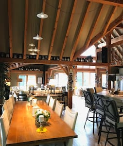 Classic Post & Beam Cottage on Lake Muskoka