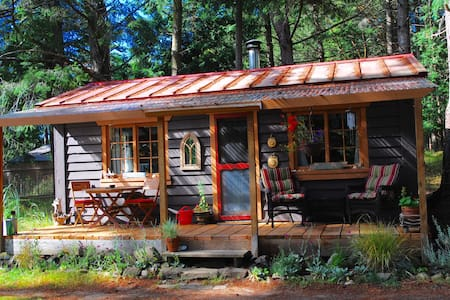 Raylia Cottage Farm Stay - Mayne Island