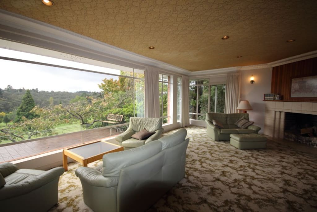 Large picture windows for taking in the views of the course